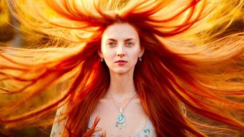Masha-red-hair-girl-portrait-storm-wind_1920x1200