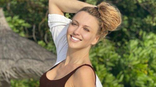37-річна Оля Полякова похвалилася кубиками преса і не тільки - гарячі пляжні фото в купальнику