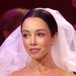 Фата і пишна спідниця: Катерина Кухар показала свій весільний наряд