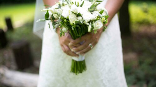 bride-with-bouquet-amazing