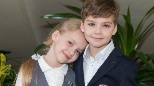 Лиза и Гарри Галкины ездят в школу на личном автомобиле Пугачевой: в Сеть попал первый снимок