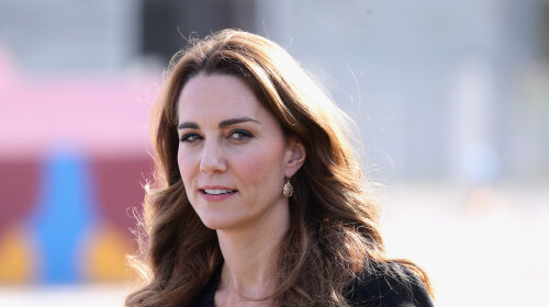 У скромному коричневому платті: Кейт Міддлтон з'явилася на прийомі в Кенсингтонському палаці