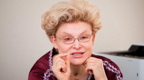 Маразм крепчал: телеведущая Елена Малышева собралась посетить больную с коронавирусом