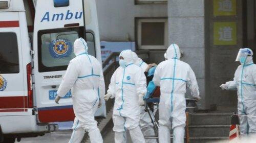 Люди падают прямо на улице: жуткие кадры из Китая, где бушует новый штамм коронавируса