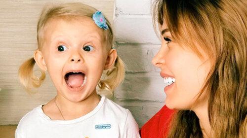 """Мамаша, остановись: звезда сериала """"Кухня"""" водит 5-летнюю дочь по салонам красоты (ФОТО)"""