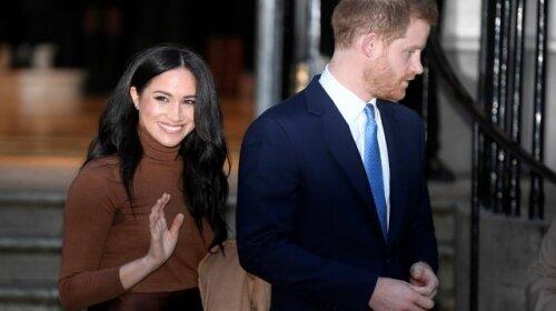 Маркл в блузе шоколадного оттенка, Гарри в темно-сером костюме: герцоги Сассекские впервые появились в эфире американского ТВ