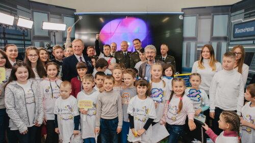 Впервые в истории: в космосе летят 100 000 детских мечтаний