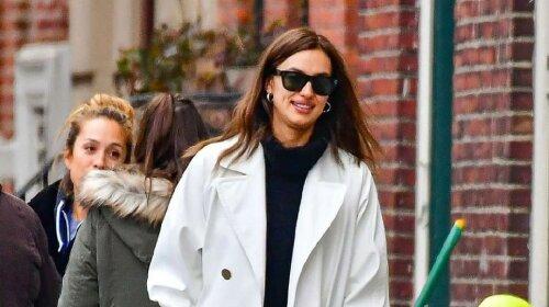 Після одкровень про розрив з Бредлі Купером Ірину Шейк застали на прогулянці з мамою в Нью-Йорку (фото)