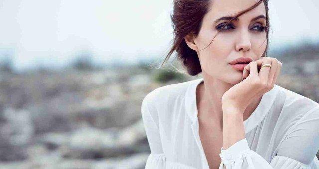 Celeber-ru-Angelina-Jolie-DuJour-Magazine-Photoshoot-2014-05
