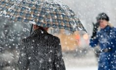 1-mokryiy-sneg-nepogoda-zima-zont-lyudi
