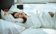 Ученые назвали самую полезную и самую опасную позу для сна