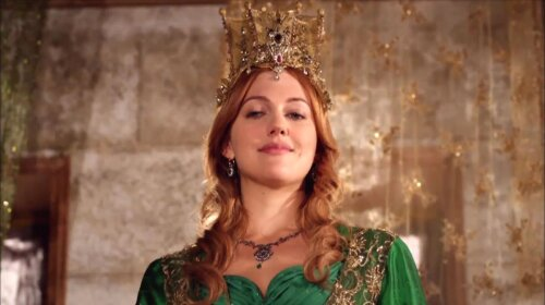 Как у Хюррем: турецкая актриса Мерьем Узерли похвасталась необычным украшением