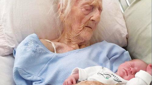 Дуже пізні пологи: жінка народила дитину у 101 рік