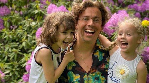 """Спиногризи атакують! Ліза і Гаррі Галкіни показали, як налаштовуються на шкільний день – """" мама-оператор, тато -головний актор"""""""
