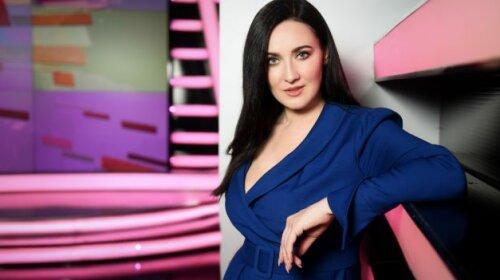 Ведущая ТСН Соломия Витвицкая после конфуза с туфлями продемонстрировала новый образ