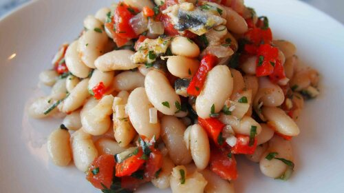 Beans with tomatoes and anchovies
