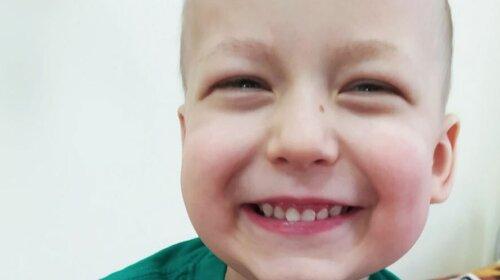 """Допоможіть """"приспати """" рак маленькій дружині: хвороба повернулася, сім'я просить про допомогу"""