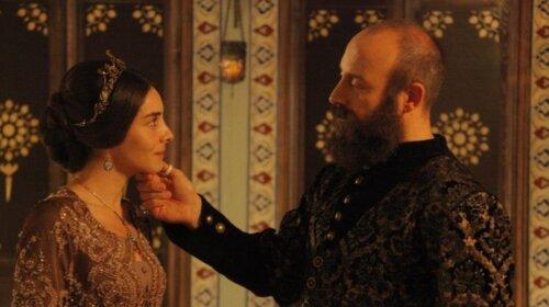 «Прекрасная Махидевран в объятиях султана»: Нур Феттахоглу показала трогательные кадры с Халитом Эргенчем (ФОТО)