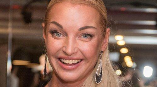Великі очі і пухкі губи: Волочкова показала, якою була в юності - до захоплення алкоголем
