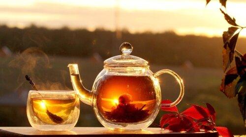 Медики розповіли, які продукти ніколи не можна їсти з чаєм