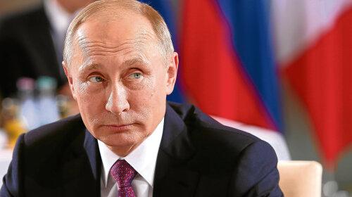 Володимира Путіна висміяли за безглуздий наряд: светр президента РФ порівняли з «бабусиної кофтою»