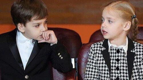 Юная леди и джентльмен: Сеть умилила фотография детей Пугачевой и Галкина – 8-летних Лизы и Гарри