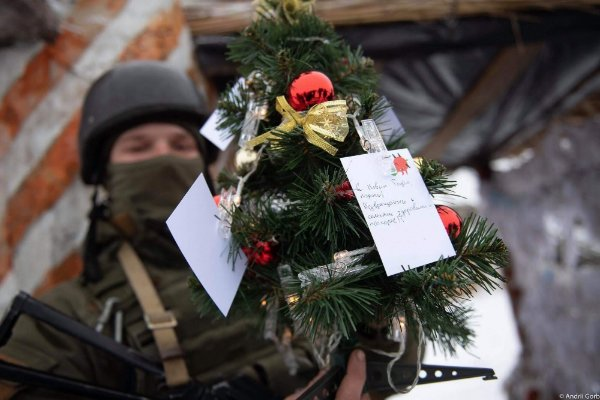 Украинские военные поздравили народ с Новым годом 2019