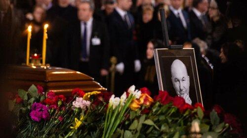 Меладзе, Газманов, Цой: звезды на похоронах экс-мера Москвы Юрия Лужкова
