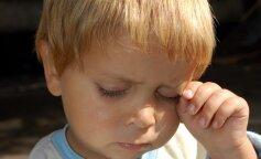 В Киеве отец оставил ребенка в закрытой машине и ушел