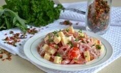 Самый вкусный салат из копченой колбасы и сыра за 5 минут