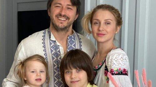 """""""Мы категорически """"за"""": многодетный отец Сергей Притула мечтает о еще одном ребенке и обсуждает с женой новую беременность"""