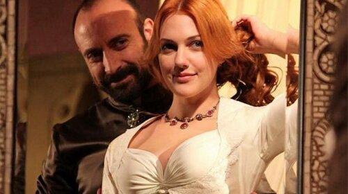 Зірка «Чудового століття» Мер'єм Узерлі показала справжні груди: без пуш-ап і силіконових насадок