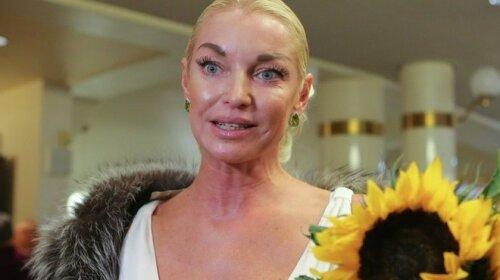 """Виснажена Волочкова так розтягнулася в шпагаті, що засвітила """"часточку мандарина"""""""