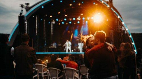 Камалия с мужем Мохаммадом Захуром, Алина Гросу с Романом Полянским и другие: на открытии BAKKARA RIVER PARTY 2021 гуляла вся светская тусовка