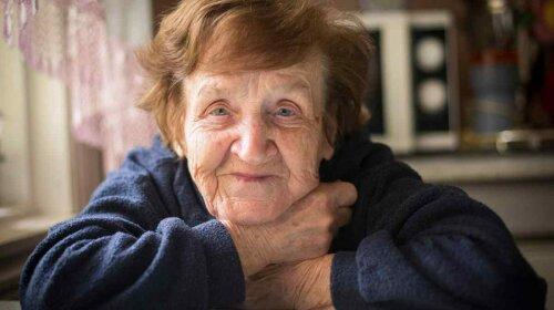 """Вірш """"старенька бабуся"""" : він зворушив мене до глибини душі"""