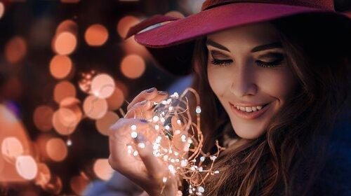 women-brunette-face-portrait-bokeh-women-outdoors-lights-long-hair-smiling-eyeshadow-hat-Hakan-Erenl