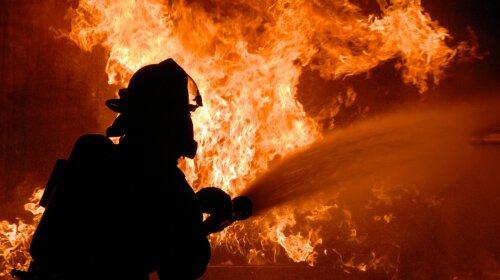 Небо стало чорним: у Києві сталася масштабна пожежа