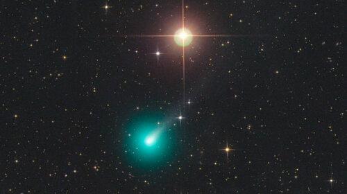 Огромная комета с цианом в ядре уже отбросила второй хвост: когда она приблизится к Земле