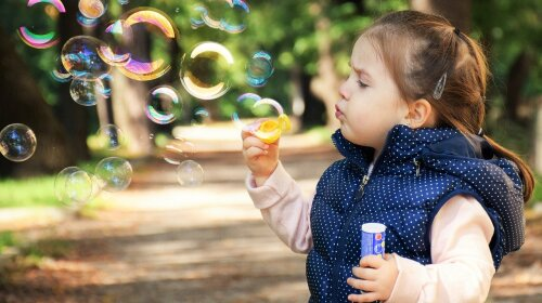 Заикание у ребенка: врач рассказала, что делать родителям
