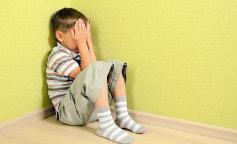 """Учителя решили поиздеваться над ребенком из-за """"неподходящей"""" прически (ФОТО)"""