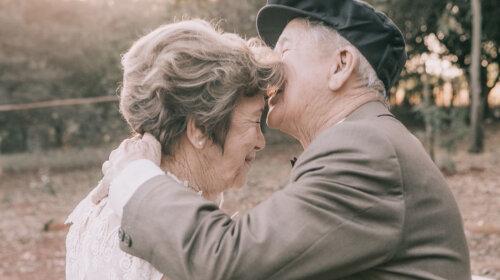 У супругов не было фотографий со свадьбы, но правнуки устроили им свадебную фотосессию 60 лет спустя (ФОТО)