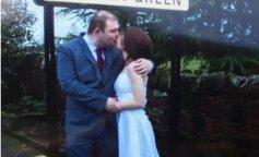 Мужчина тайно женился на 16-летней школьнице