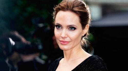 Отвезшая прийомну дочку назад в Африку, Анджеліна Джолі розповіла, чому варто навчити кожну дитину