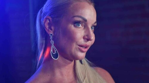 "Без натяку на білизну: скандальна Волочкова прикрила ""принади"" прозорим льодом"
