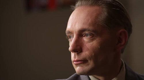 Український актор зізнався, як реагує його дружина на постільні сцени