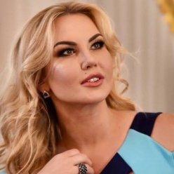 Камалия с макияжем и без: как меняется певица после нанесения грима