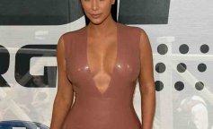 Kim-Kardashian-in-a-bodicon-dress