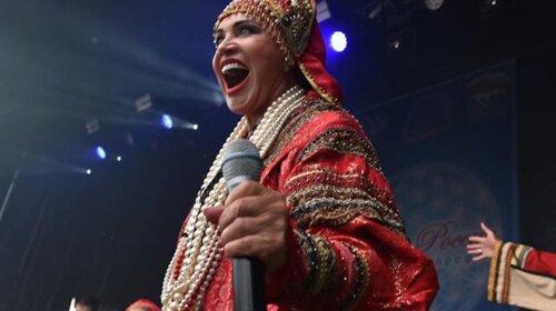 На Киркорова стала похожей: Надежда Бабкина с афрокосами вызвала оторопь у народа (ФОТО)