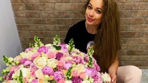 """""""Спасибі за вечір"""": Яна Соломко отримала величезний букет троянд від нового коханого"""