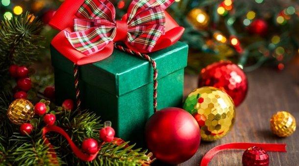 Новый год 2019, год Свиньи, подарок, игрушки на елку, венок, гирлянда, шары